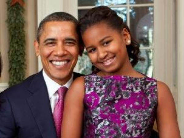 Parenting done right: Check out Sasha Obama working as a waitress