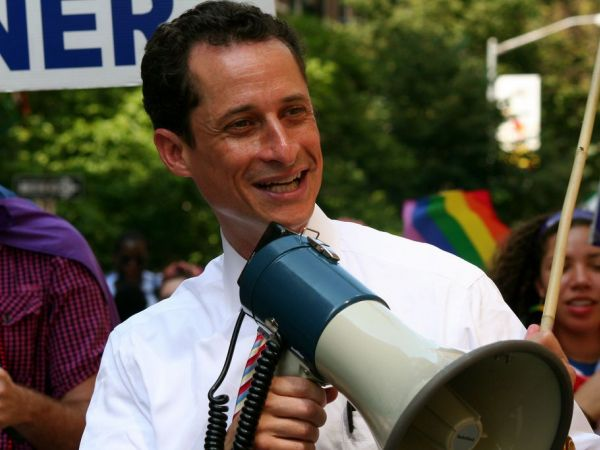 Clinton aide Abedin leaves husband Weiner after sexting report