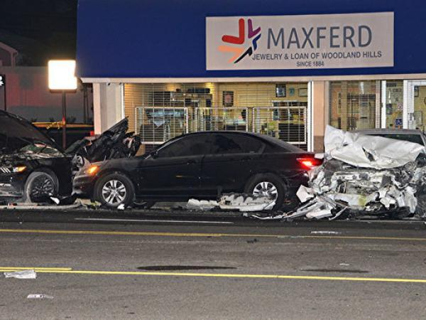 Witnesses of multi car wreck that killed 3 in valley for Mercedes benz of calabasas staff