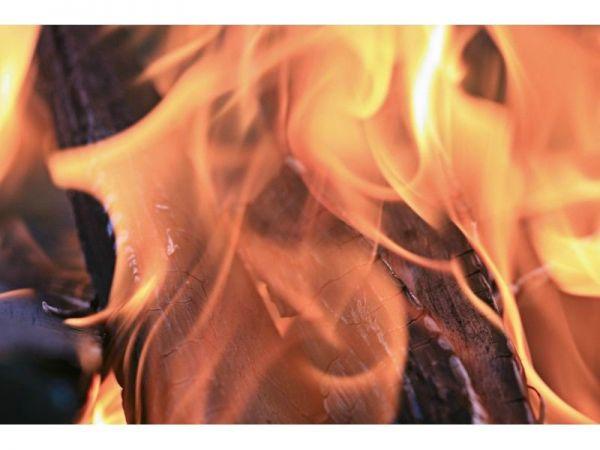 Man sets Oakland liquor store ablaze, dies in fire