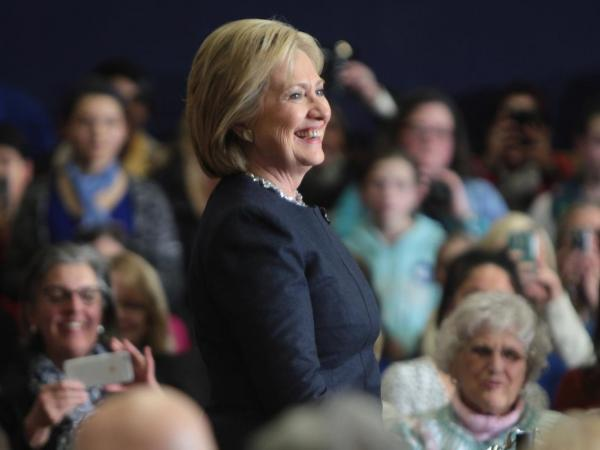Hillary Clinton to release 2015 tax returns this week