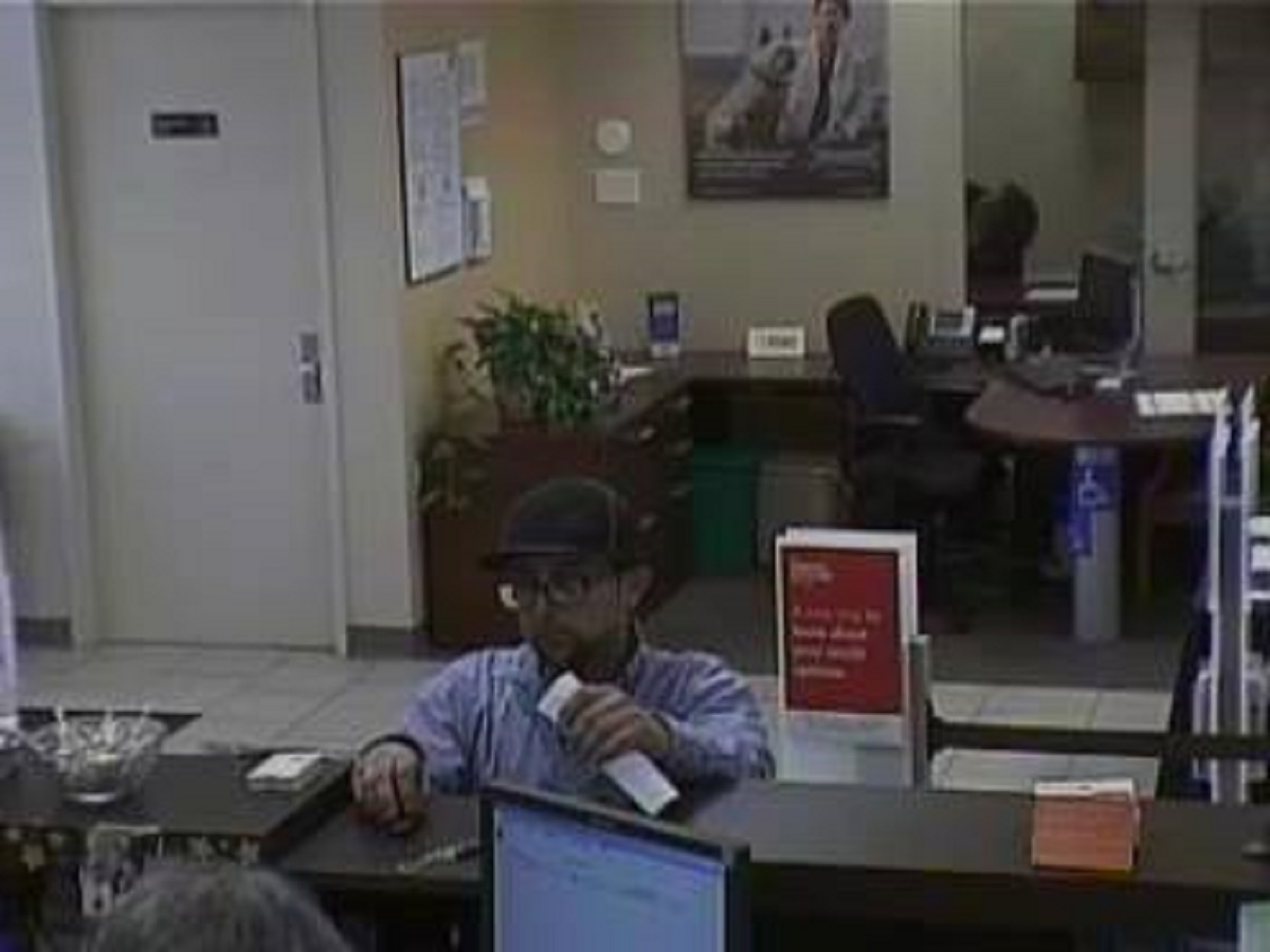 bank robbery suspect sought in north haven north haven ct patch a man entered the wells fargo bank at 80 washington avenue at about 12 30 p m on nov 14 he approached the teller and passed a note demanding money