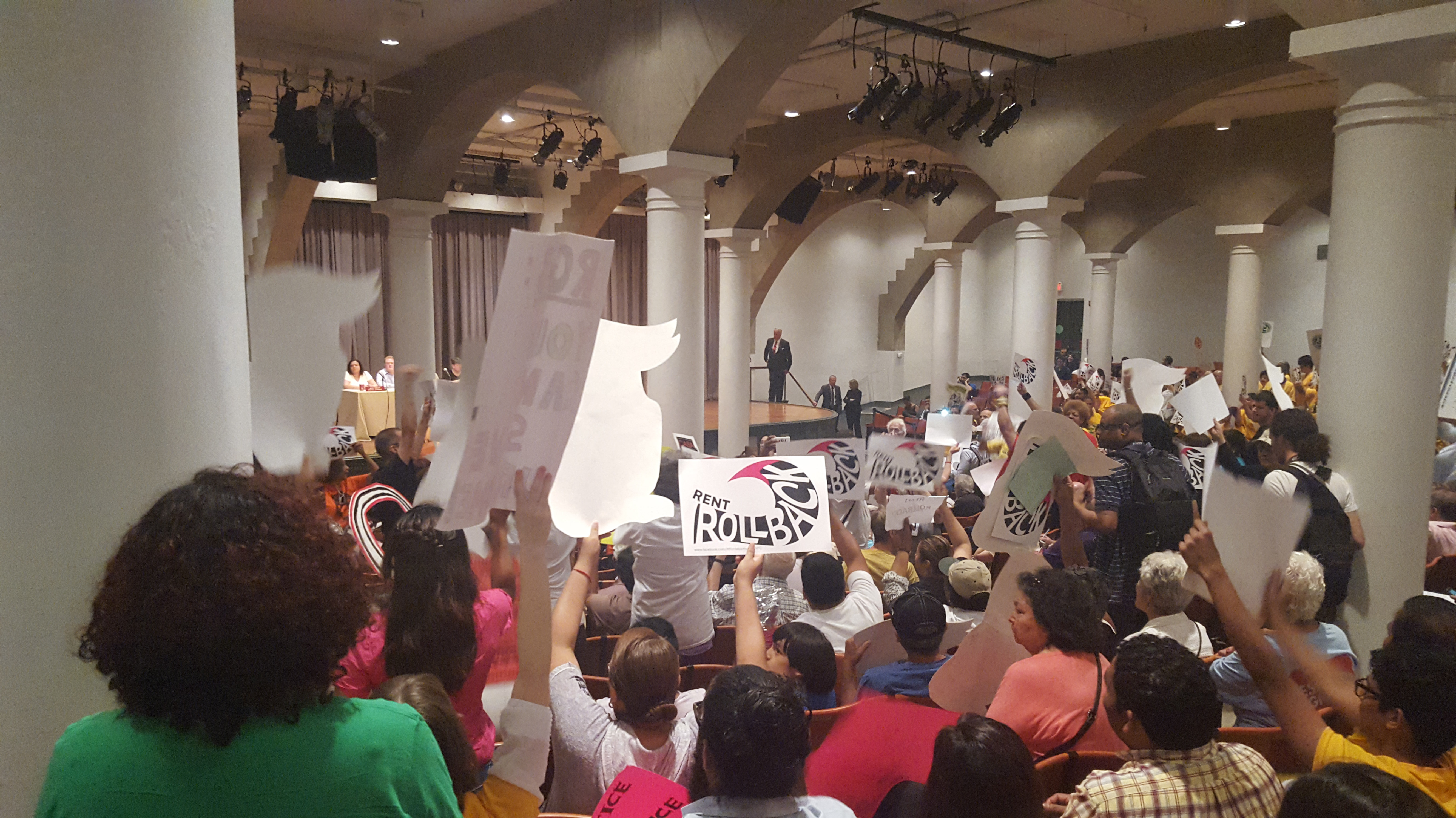 rent guidelines board votes to ze rent on 1 year leases raise the two landlord representatives on the rbg made the first proposal of the meeting the proposal called for a raise of 3 percent for one year leases and 5