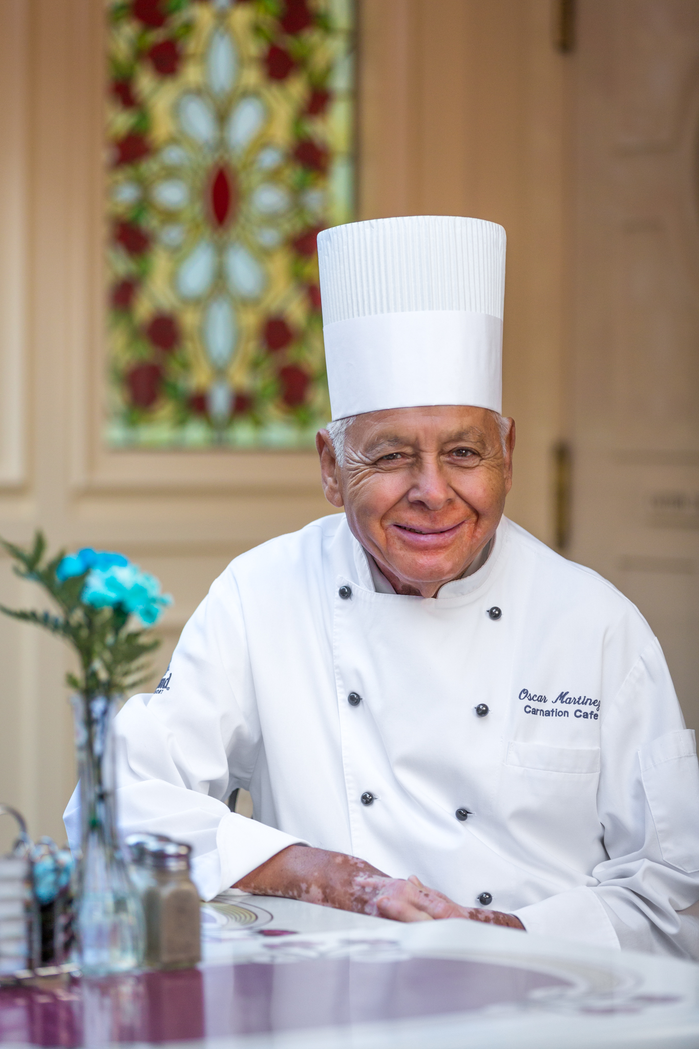 chef oscar celebrates 60 years disneyland resort los chef oscar celebrating 60 years at disneyland resort courtesy photo he didn t have much trouble finding a job when he moved to california in 1956 his