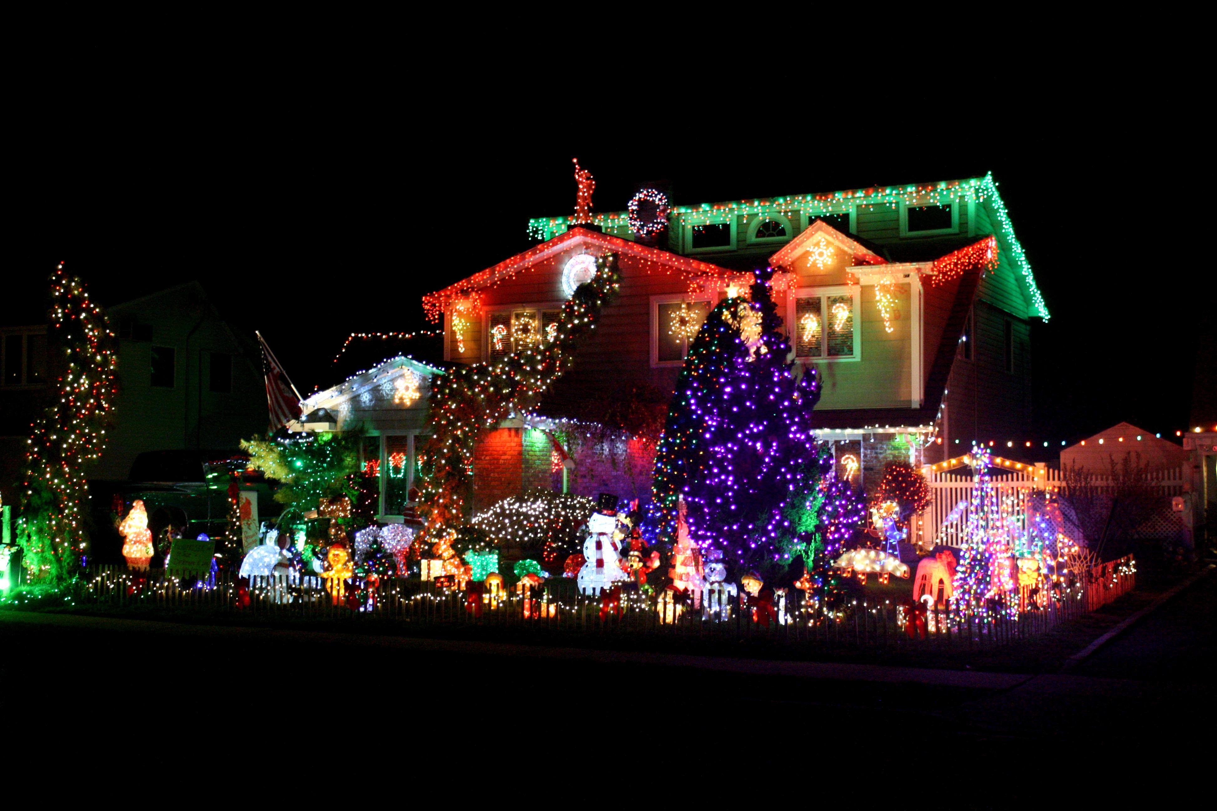 Long Island Neighbors 'Copy' Elaborate Light Display - Levittown ...
