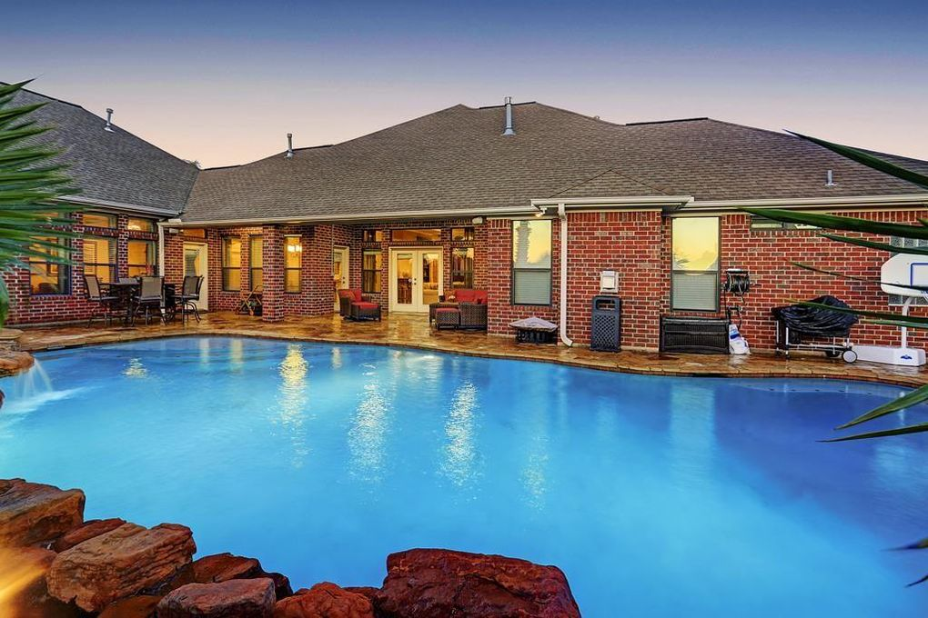 Wow House The Five Must Have Homes With A Pool In