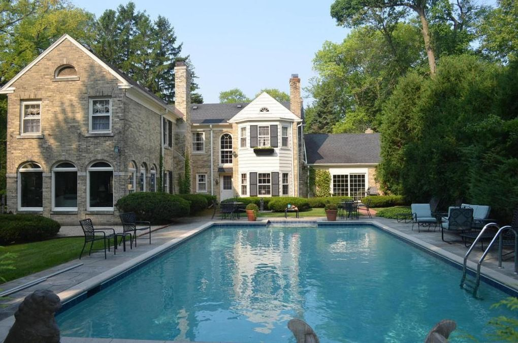Milwaukee Area Wow Houses With MustHave Swimming Pools - Luxury homes in wisconsin