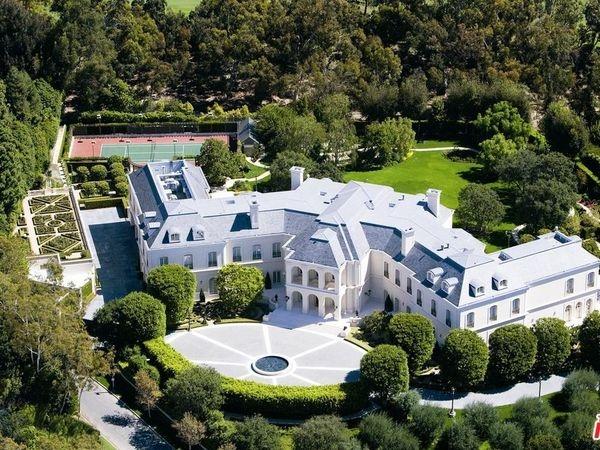 home where marilyn monroe died for sale; $200m home; beach living