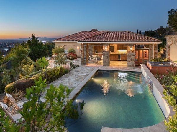 Mindy Kaling 39 S 1929 Hacienda Brandon Belt 39 S Alamo Spread Infinity Pool With An Ocean View