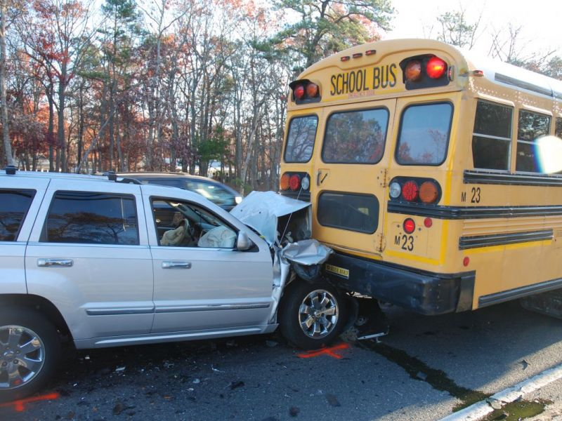 3 Hurt As Jeep Grand Cherokee Rear-Ends Manchester School Bus: Police