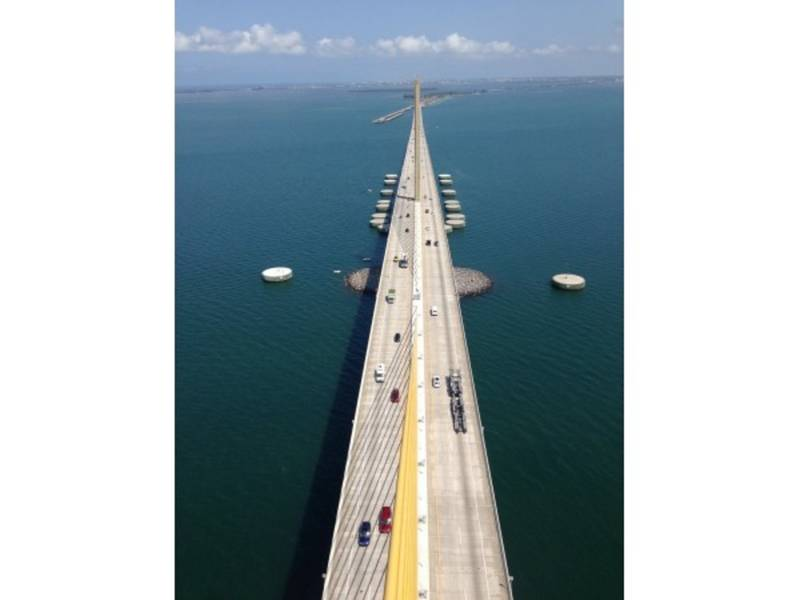 Sunshine skyway bridge closed for high winds st pete for Skyway bridge fishing report