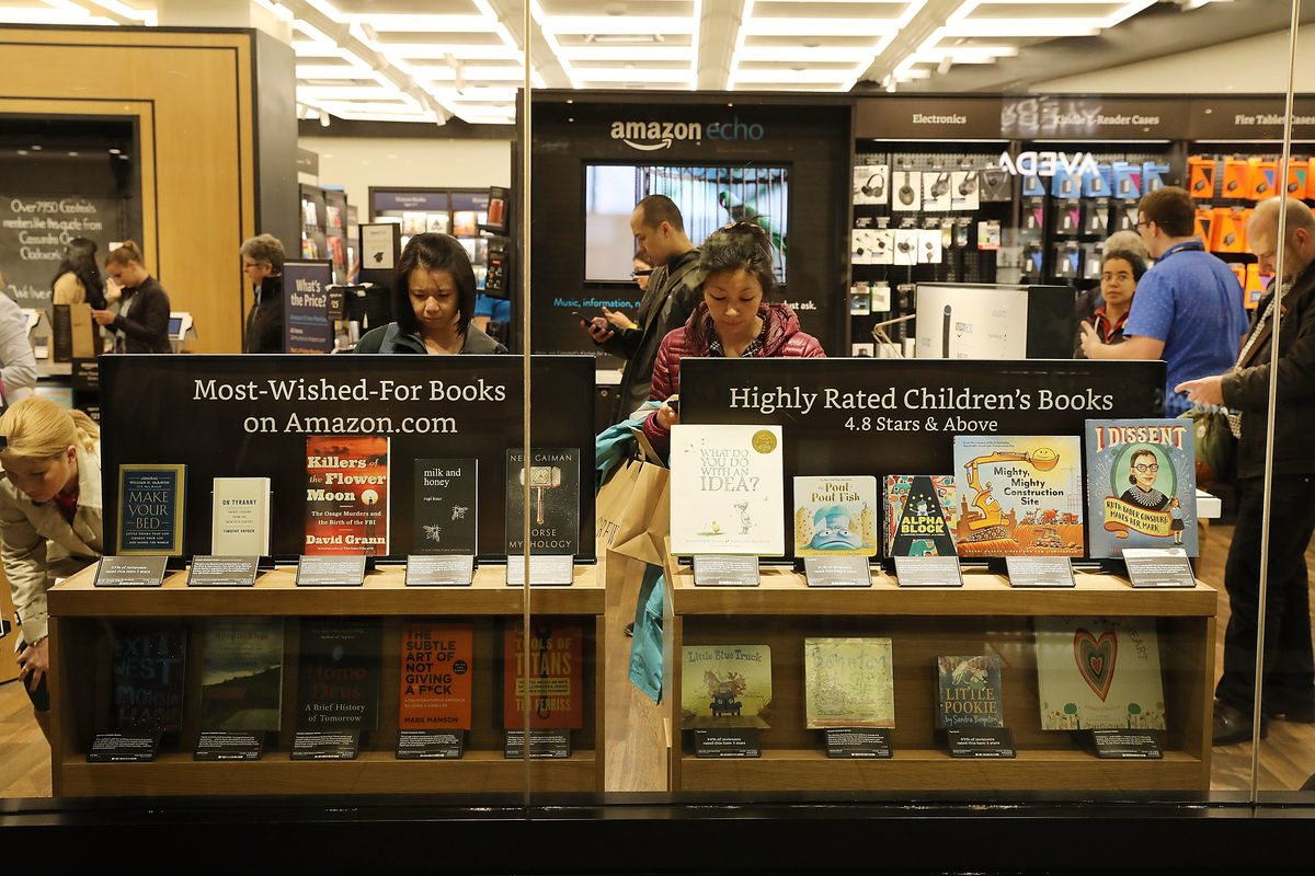 Amazon Bookstore Opens In Columbus Circle Mall