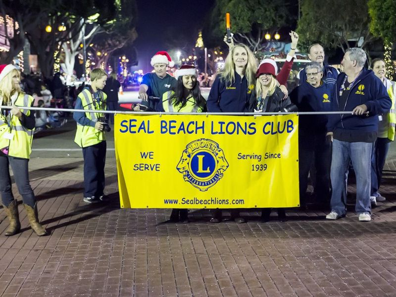 Red, White and Blue Theme as Seal Beach Christmas Parade ...