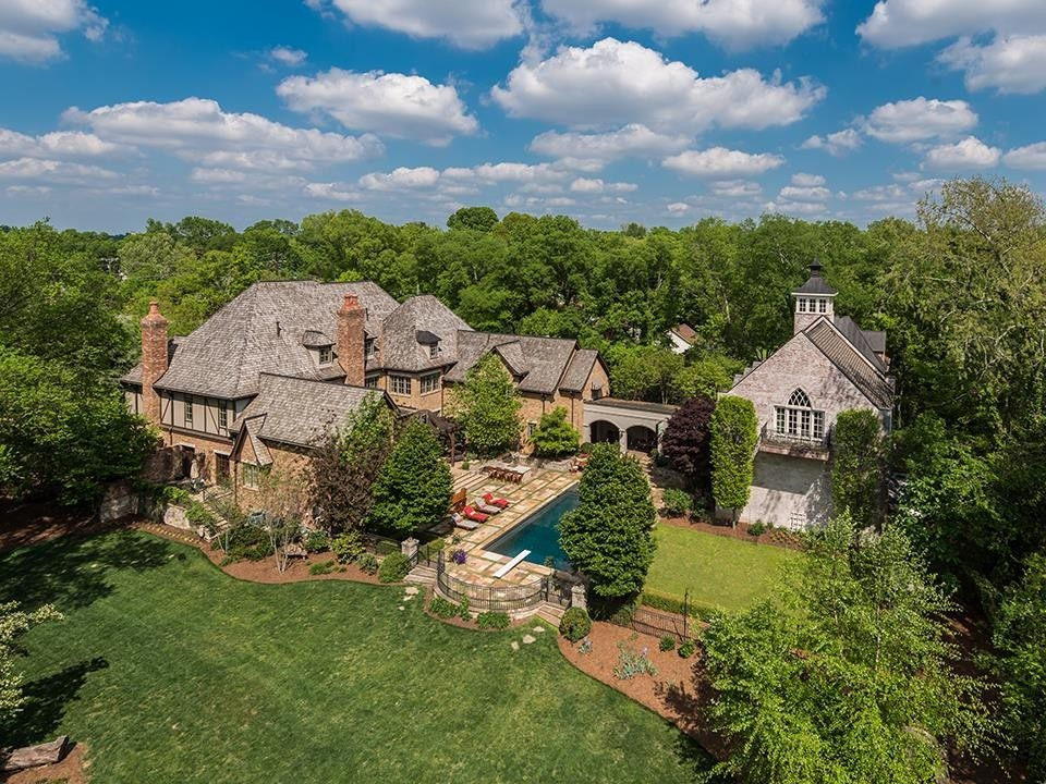 Celebrity wow houses tim mcgraw dolly parton other for Nashville star home tour