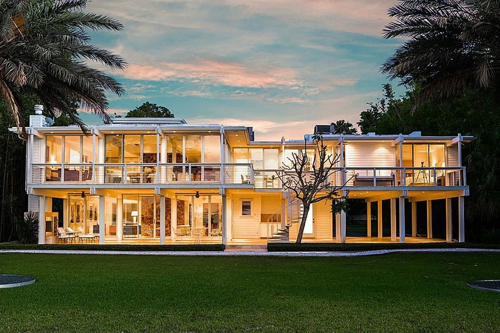 one of the most architecturally significant homes on clear lake this mies van der rohe inspired mid century modern home is - Houston Modern Homes