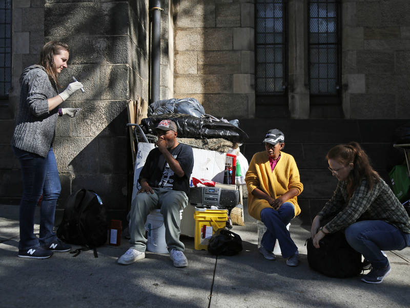 how to help homeless people on the street