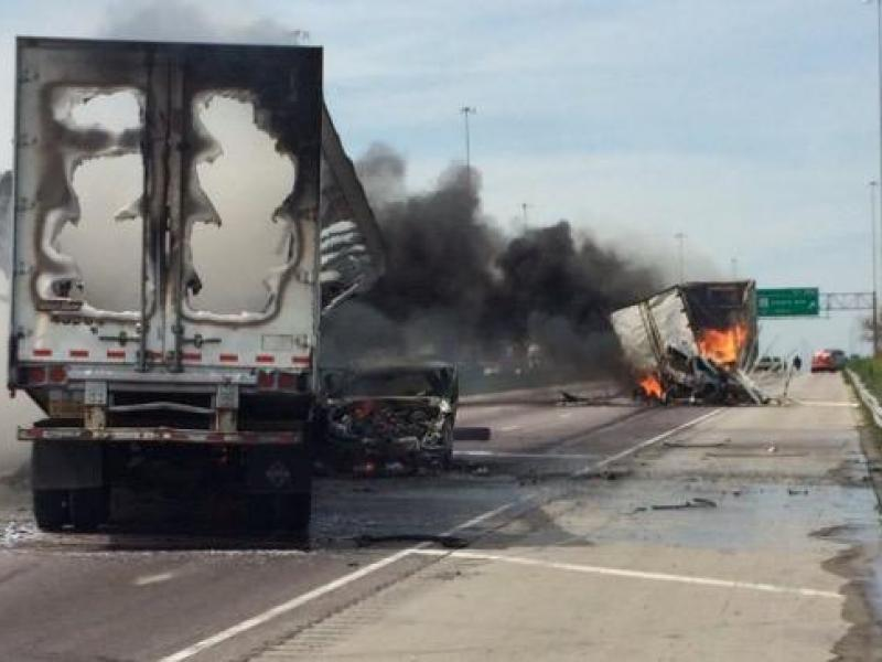 1 Driver Dies 4 Escape Massive Truck Fires On I 55