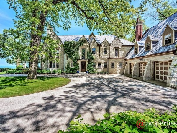 Southern Charm Horse Stables Pool House Illinois Wow