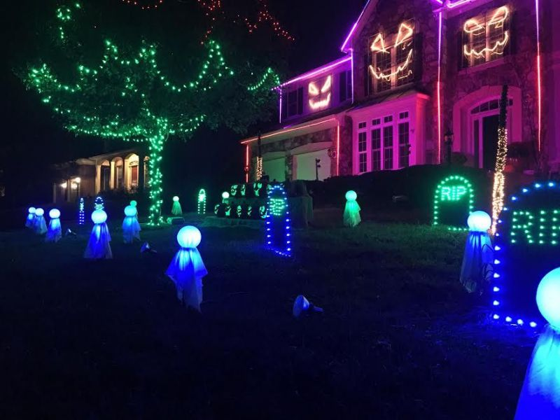 leesburg halloween house lights blink in sync to hit songs